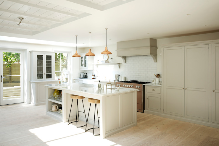 The Clapham Classic English Kitchen by deVOL deVOL Kitchens ห้องครัว