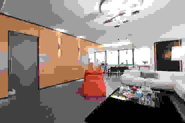 Modern Living Room by Emanuela Gallerani Architetto Modern