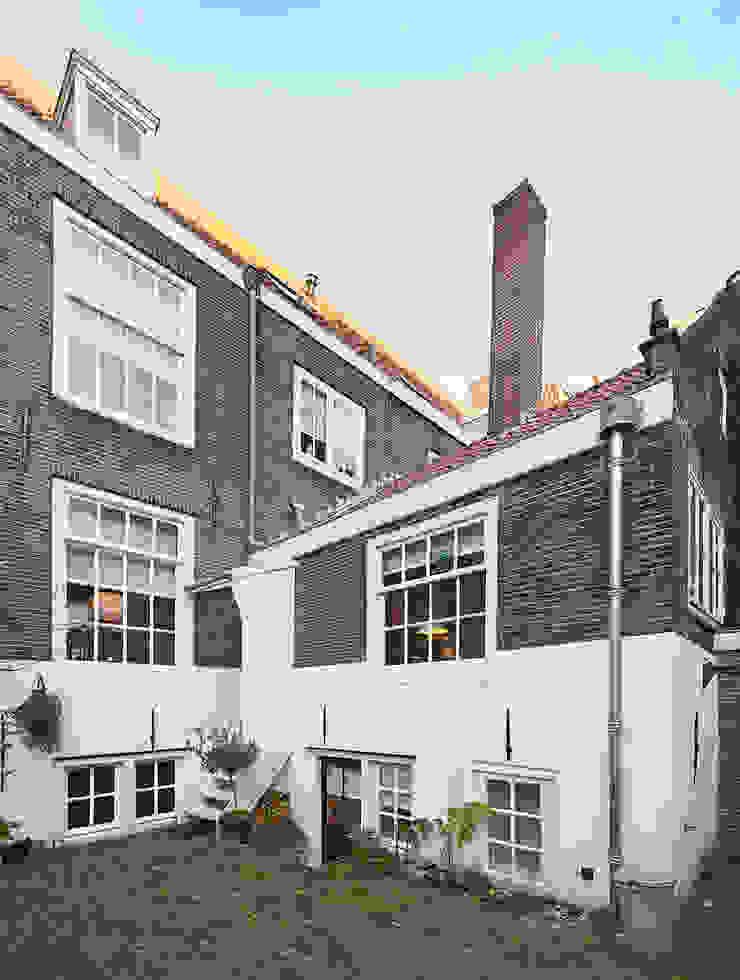 de achtergevel Klassieke huizen van Architectenbureau Vroom Klassiek