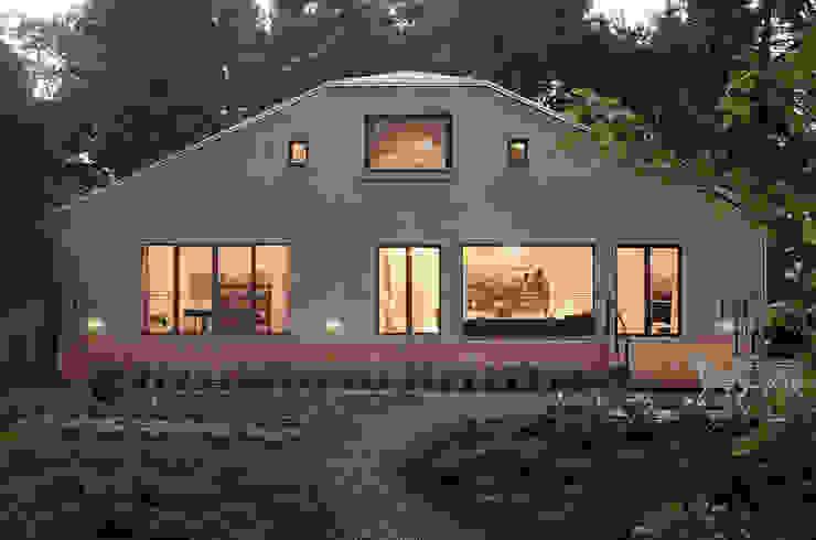 Веранда и терраса в стиле кантри от Eingartner Khorrami Architekten BDA Кантри