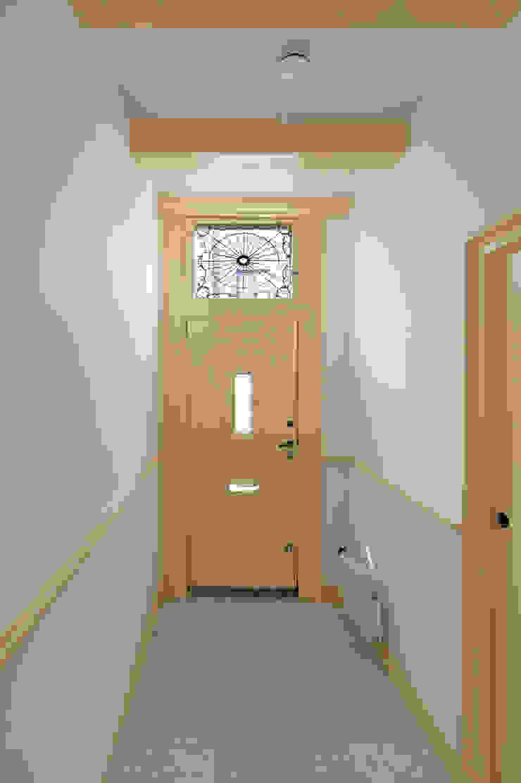 Architectenbureau Vroom Classic style corridor, hallway and stairs