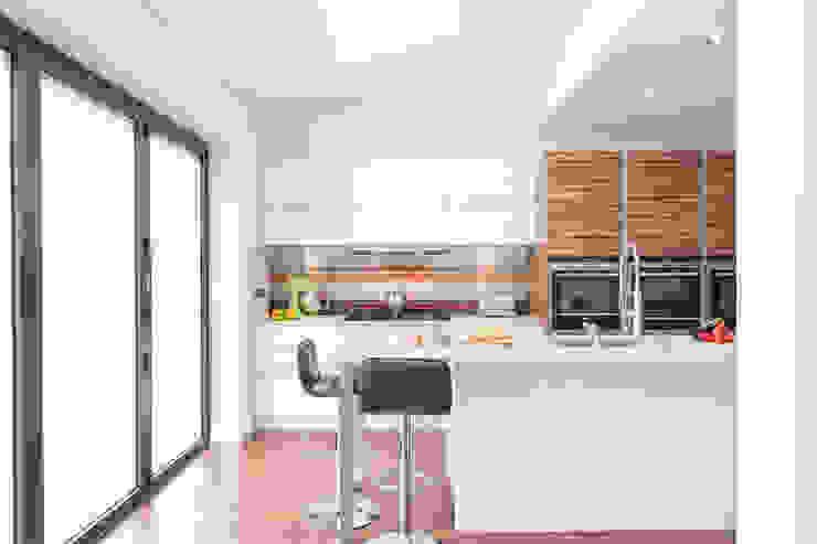 Urban Life—South Woodford Modern kitchen by Urban Myth Modern