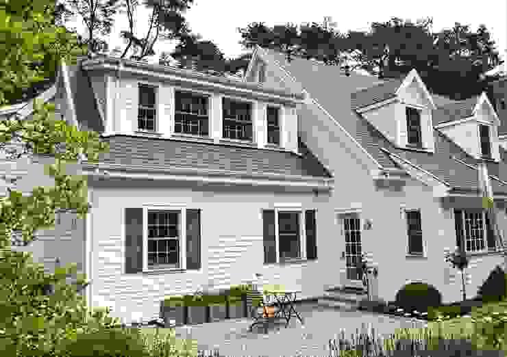 MARK ASTON by TWH Gartenseite 01 Landhäuser von THE WHITE HOUSE american dream homes gmbh Landhaus