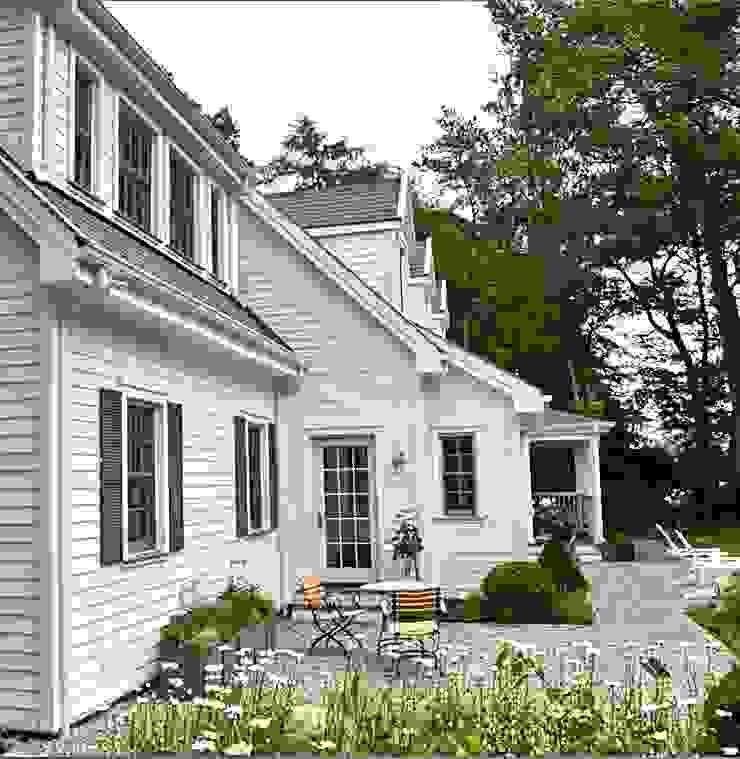 MARK ASTON by TWH Gartenansicht 02 Landhäuser von THE WHITE HOUSE american dream homes gmbh Landhaus
