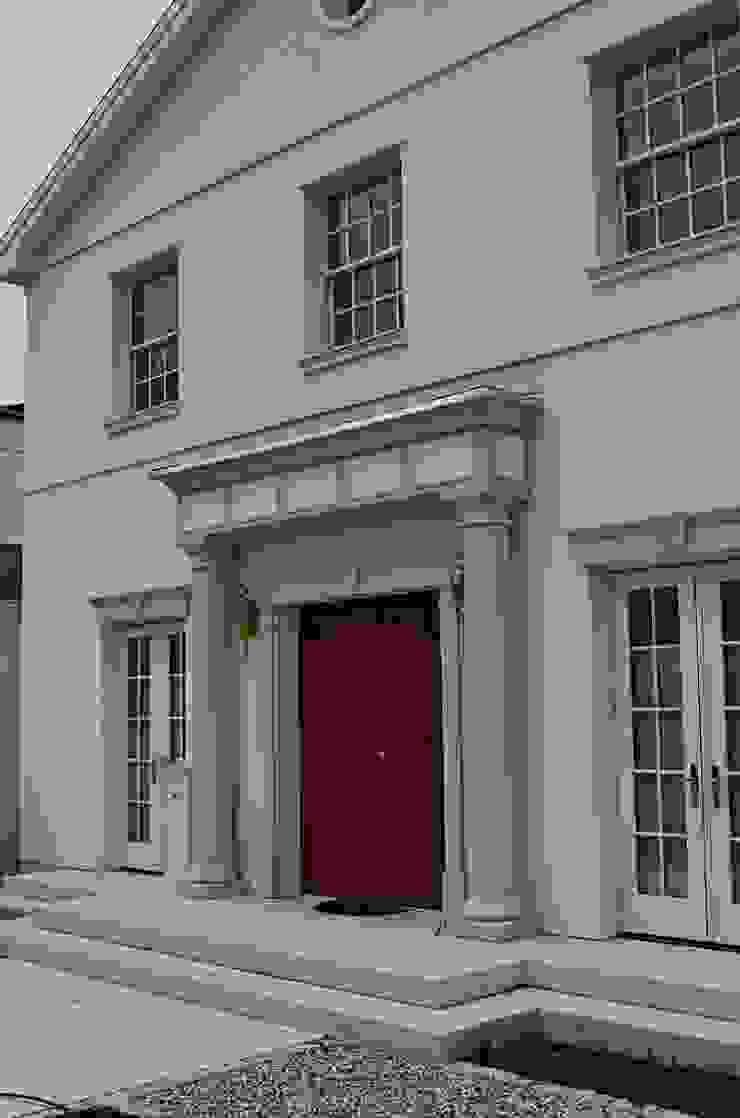 MANSION MINSTER by TWH Front Detail Klassische Häuser von THE WHITE HOUSE american dream homes gmbh Klassisch