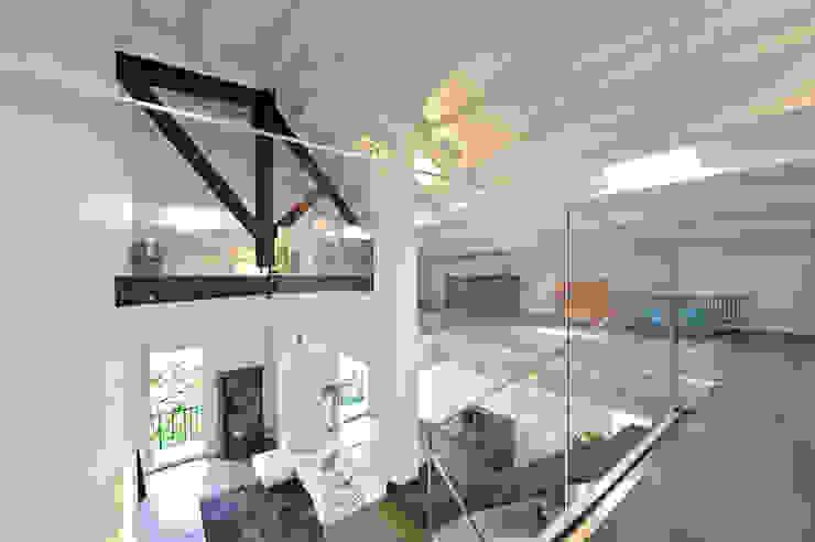 Casa Albega Sala multimediale moderna di INO PIAZZA studio Moderno