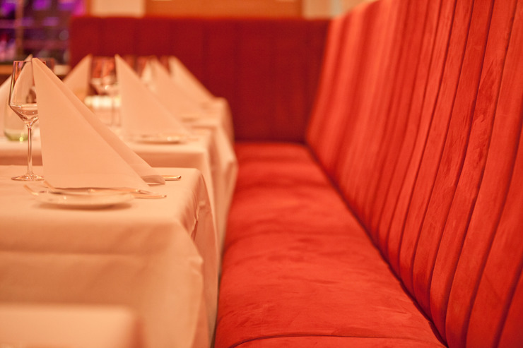 ergonomische Sitzbank im Brasserie-Look Klassische Gastronomie von Dreiklang® Hotelkonzepte mit Charakter Klassisch