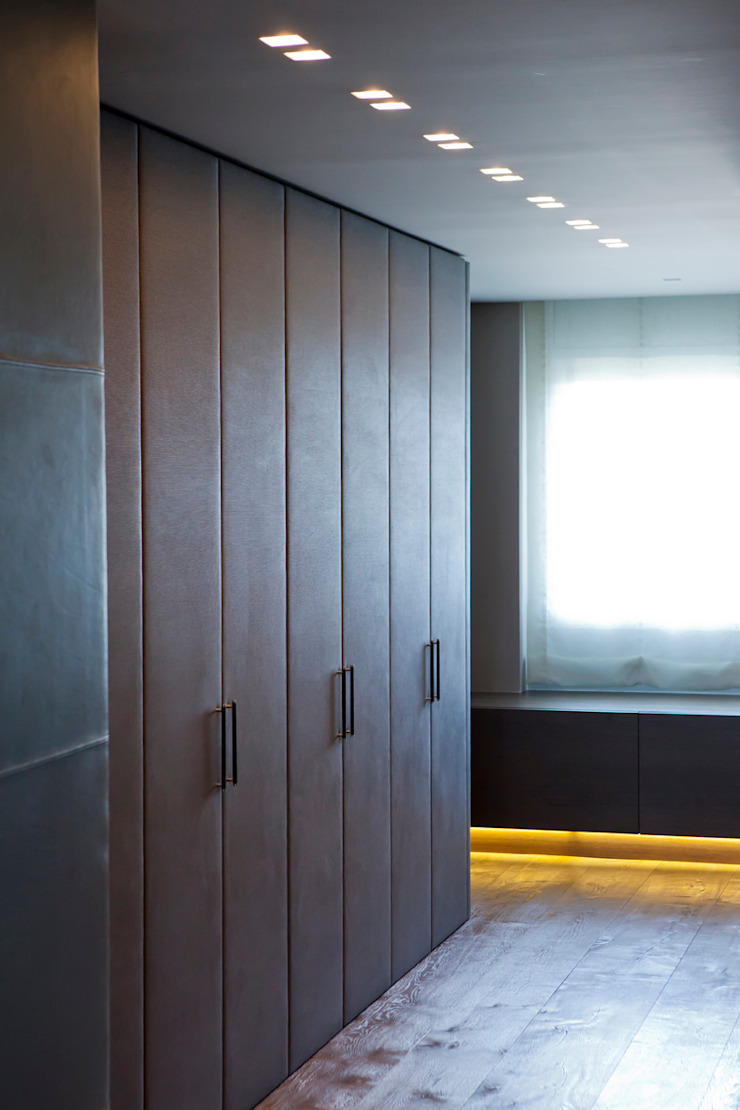 Modern style bedroom by adela cabré Modern