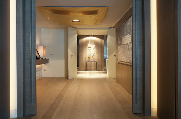 Corridor, hallway by adela cabré, Modern