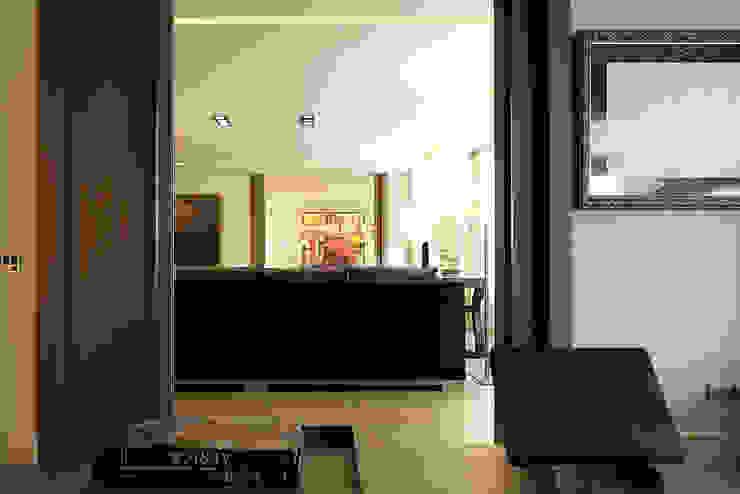 Moderne Wohnzimmer von adela cabré Modern