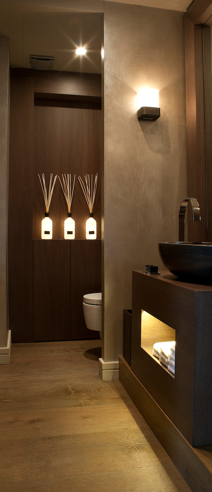 Modern bathroom by adela cabré Modern