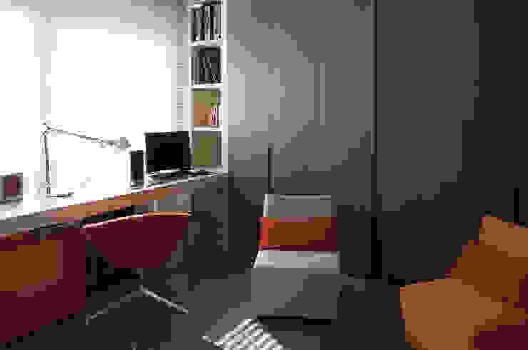 Piso Barcelona Dormitorios de estilo moderno de adela cabré Moderno