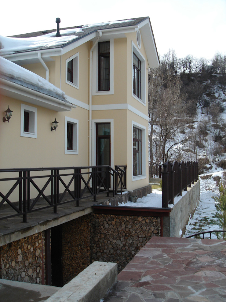 Небольшой дом для семьи Дома в классическом стиле от Projectlife мастерская Сергея Назарова Классический