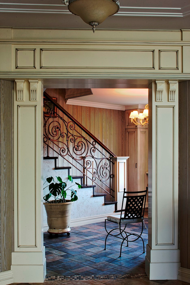 Classic style corridor, hallway and stairs by Studio B&L Classic