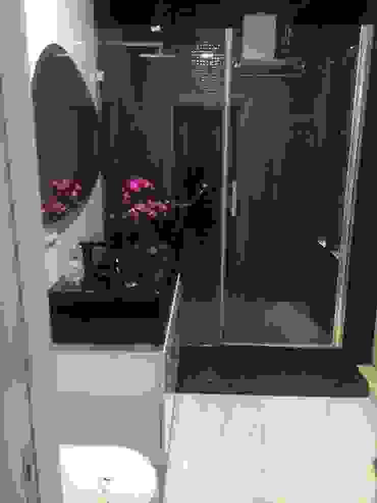 Siyah banyo Gizem Kesten Architecture / Mimarlik Modern Banyo