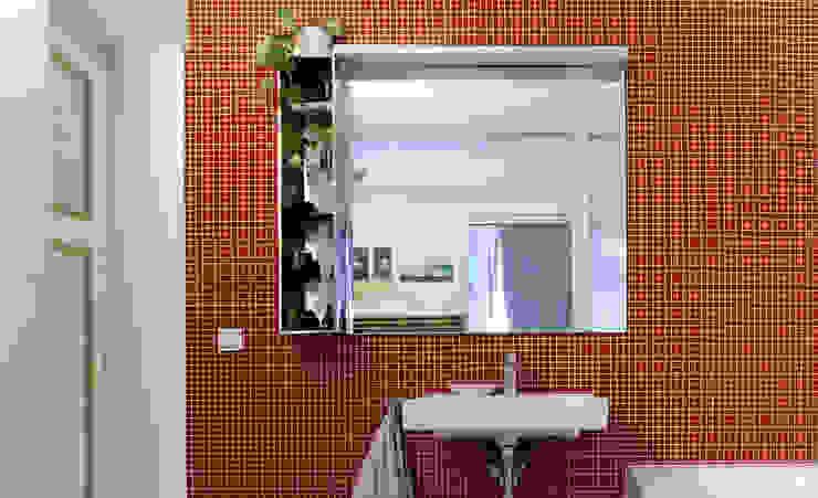 WDG Apartment Renovation in Fshain, Berlin Moderne Badezimmer von RARE Office Modern