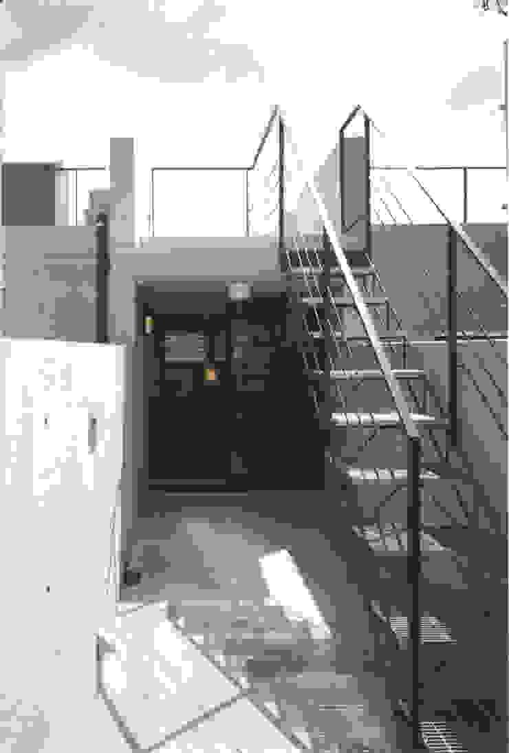 Modern Terrace by スタジオ4設計 Modern