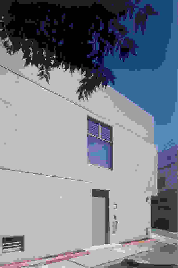 わずか12坪の敷地に建つコンクリートの家 モダンな 家 の スタジオ4設計 モダン
