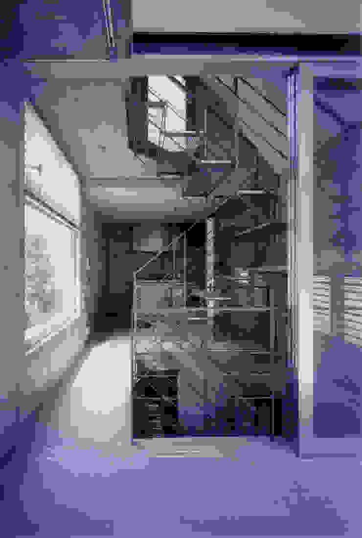 わずか12坪の敷地に建つコンクリートの家 モダンデザインの ダイニング の スタジオ4設計 モダン