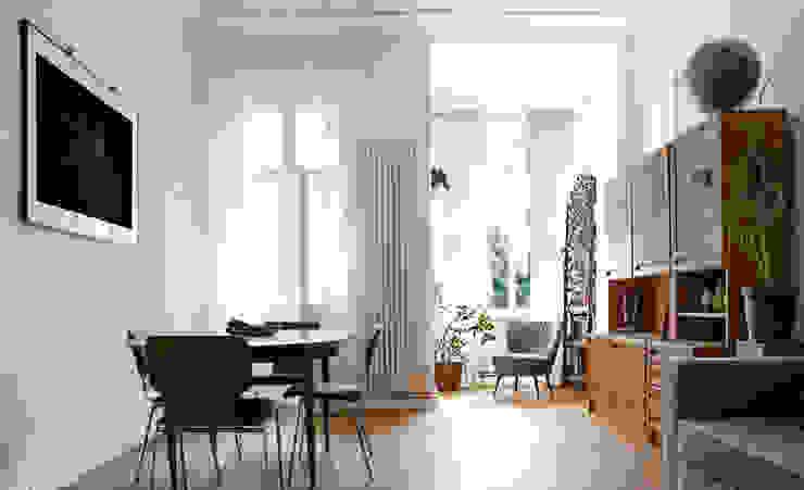 WDG Apartment Renovation in Fshain, Berlin Ausgefallene Wohnzimmer von RARE Office Ausgefallen