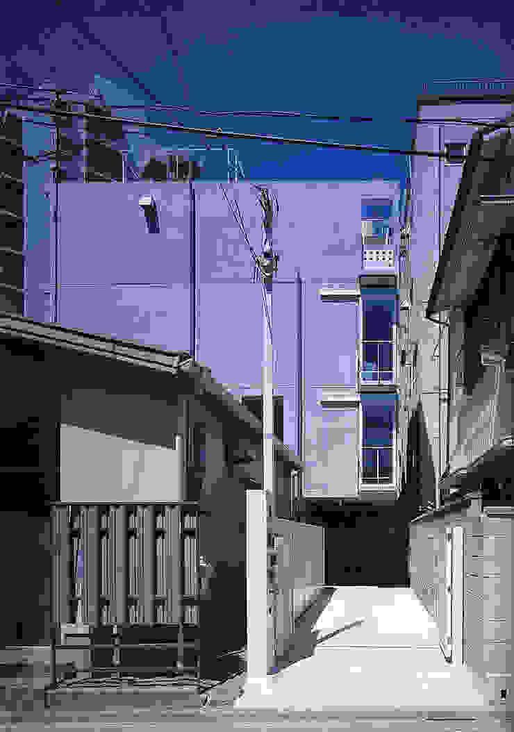 旗竿敷地の鉄筋コンクリートの家 モダンな 家 の スタジオ4設計 モダン