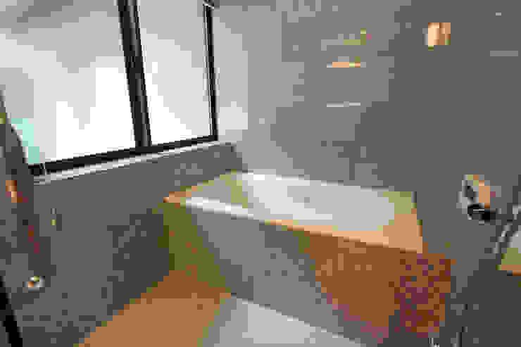 Modern style bathrooms by スタジオ4設計 Modern