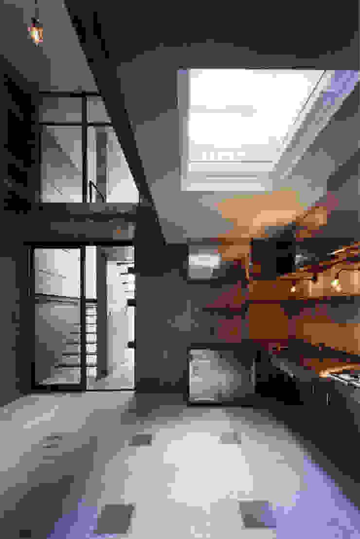 都心商店街の一角にある狭小住宅 モダンデザインの ダイニング の スタジオ4設計 モダン