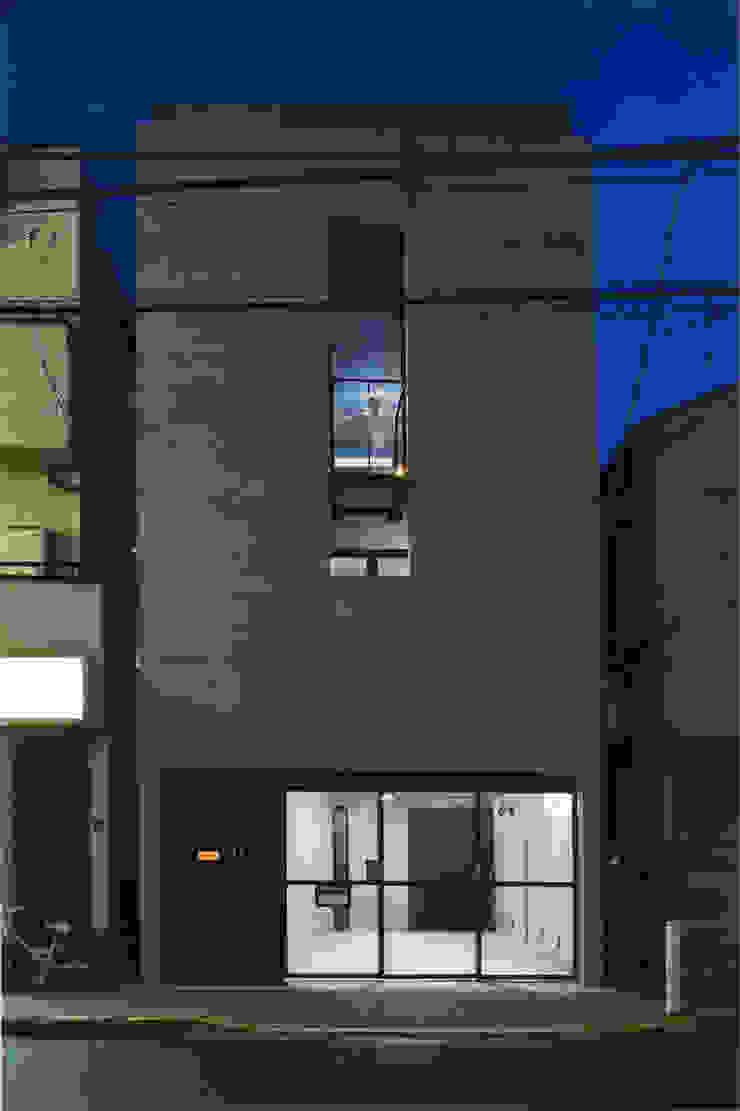 敷地13坪の鉄筋コンクリート造の都市型狭小住宅 モダンな 家 の スタジオ4設計 モダン