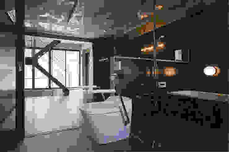 敷地13坪の鉄筋コンクリート造の都市型狭小住宅 モダンスタイルの お風呂 の スタジオ4設計 モダン