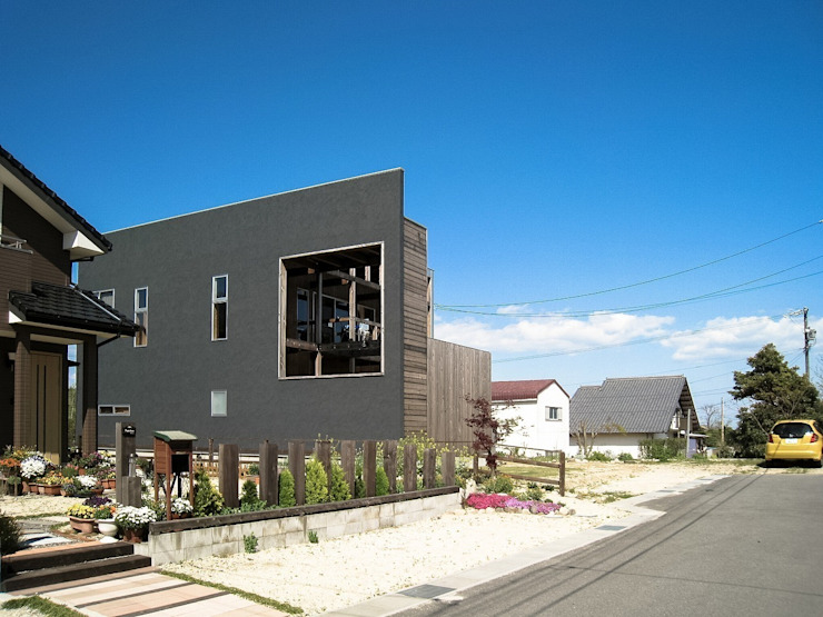 MST3-house. モダンな 家 の AtelierorB モダン