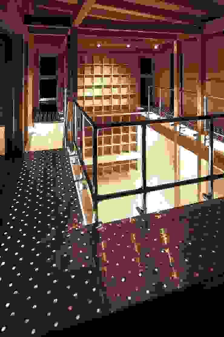 MST3-house. インダストリアルな 玄関&廊下&階段 の AtelierorB インダストリアル