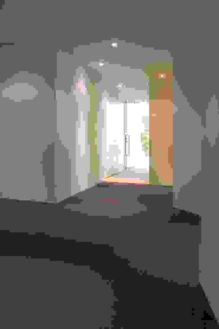 Beriot, Bernardini arquitectos Industrial style corridor, hallway and stairs