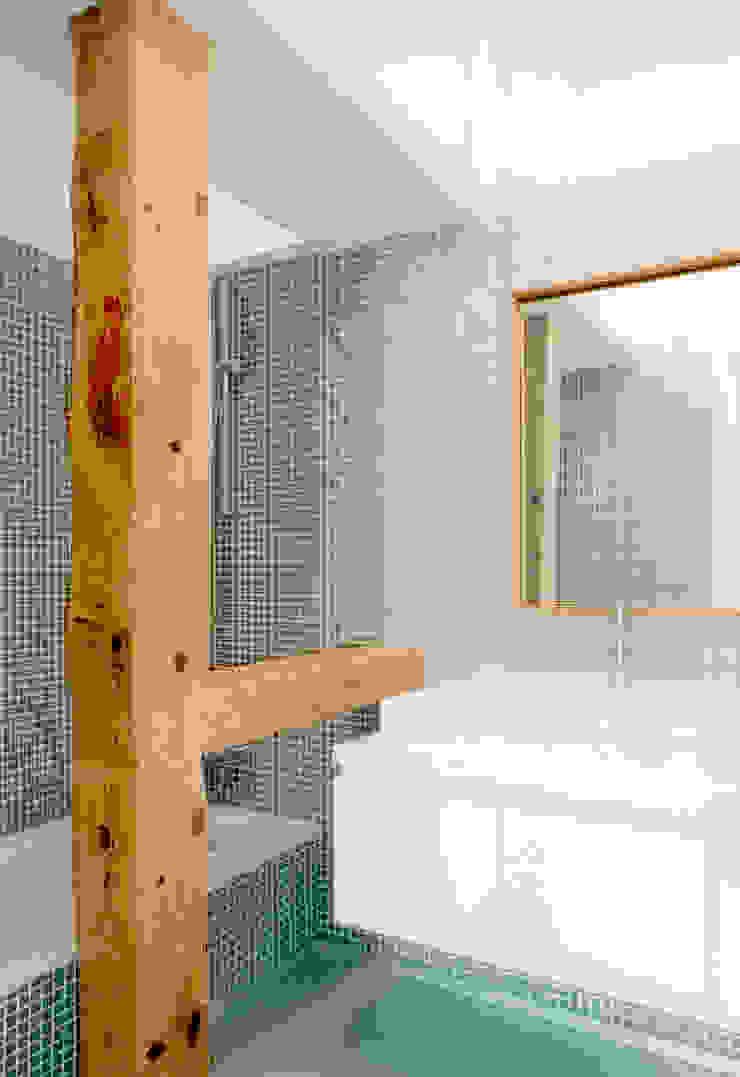 Beriot, Bernardini arquitectos Industrial style bathroom