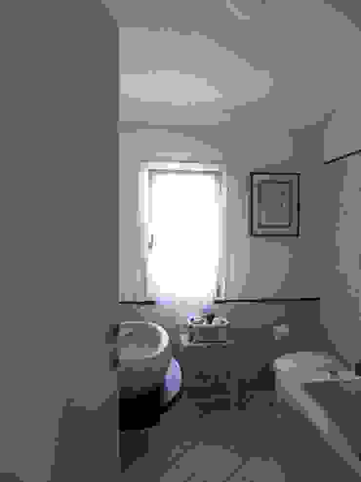 Casa degli ulivi, vivere fra terra a mare. Moneglia (Genova) Bagno in stile rustico di BaBo Design - Barbara Sabrina Borello Rustico