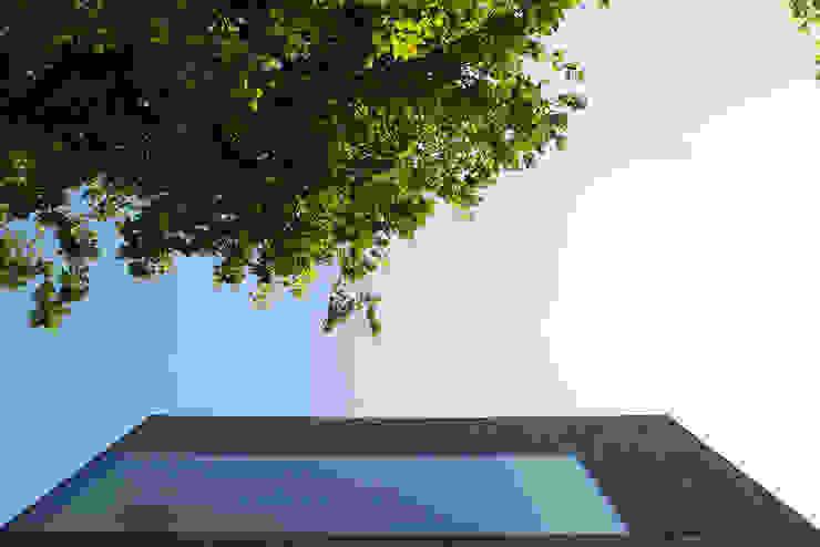 Exterior Minimalist houses by Ed Reeve Minimalist
