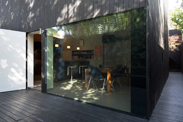 Exterior view of the Kitchen Modern kitchen by Ed Reeve Modern