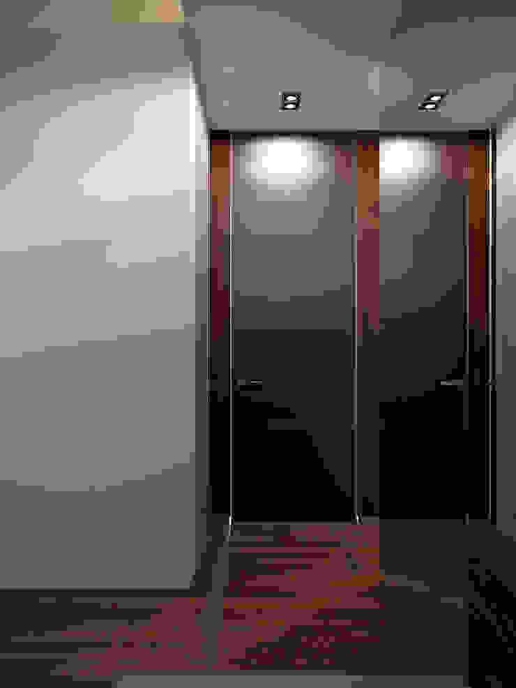 Архитектурное бюро Андрея Стубе Modern corridor, hallway & stairs