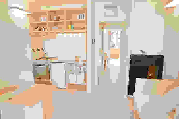 CasaZera: prototipo abitativo sostenibile in aree industriali dismesse, Torino Cucina in stile industriale di TRA - architettura condivisa Industrial