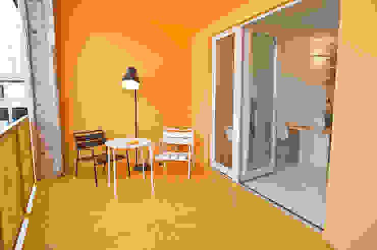 CasaZera: prototipo abitativo sostenibile in aree industriali dismesse, Torino Balcone, Veranda & Terrazza in stile industriale di TRA - architettura condivisa Industrial