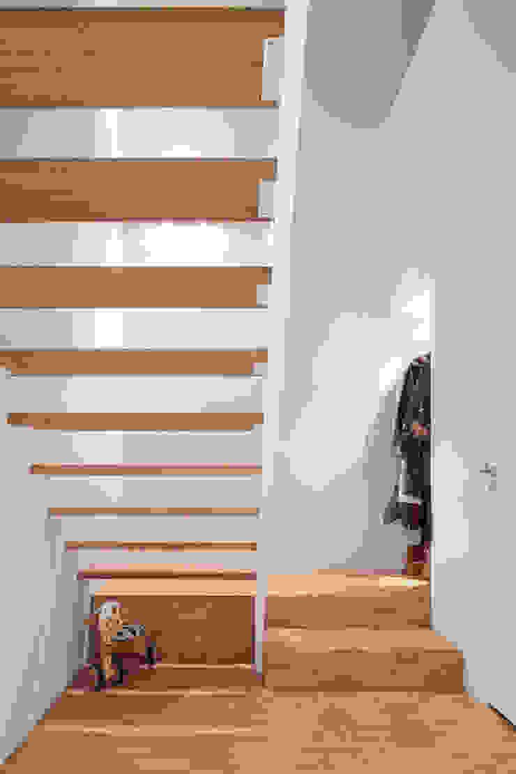 Pasillos, vestíbulos y escaleras modernos de reitsema & partners architecten bna Moderno