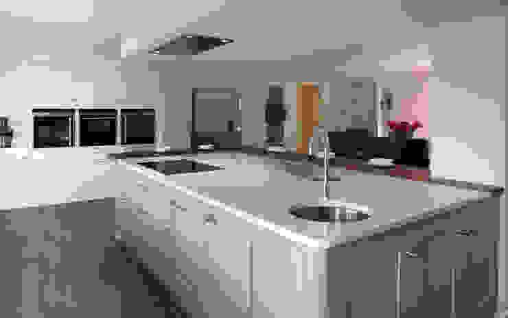 Stylish modern kitchen in Hertfordshire Modern kitchen by John Ladbury and Company Modern