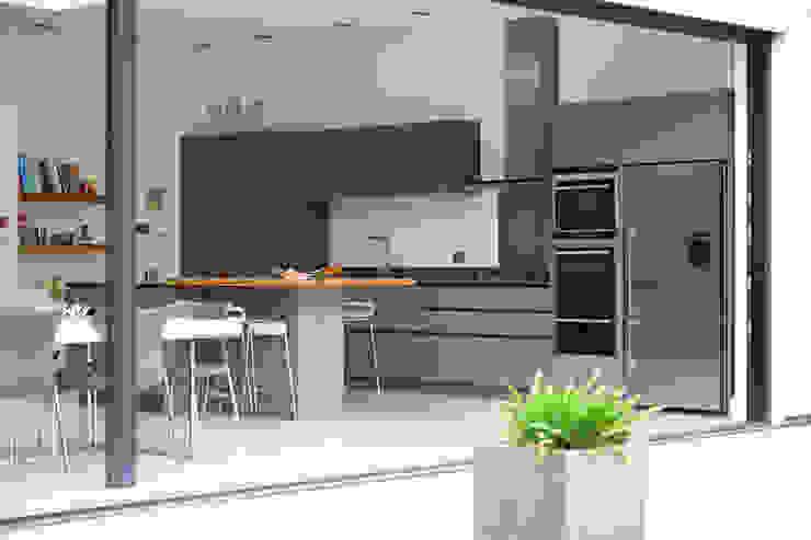 Practical and beautiful kitchen Minimalist kitchen by PAD ARCHITECTS Minimalist