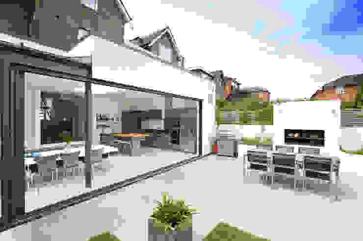 Alfresco dining Modern balcony, veranda & terrace by PAD ARCHITECTS Modern