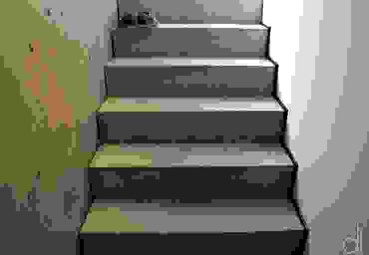 Neubau WOHNHAUS Minimalistischer Flur, Diele & Treppenhaus von di architekturbüro Minimalistisch