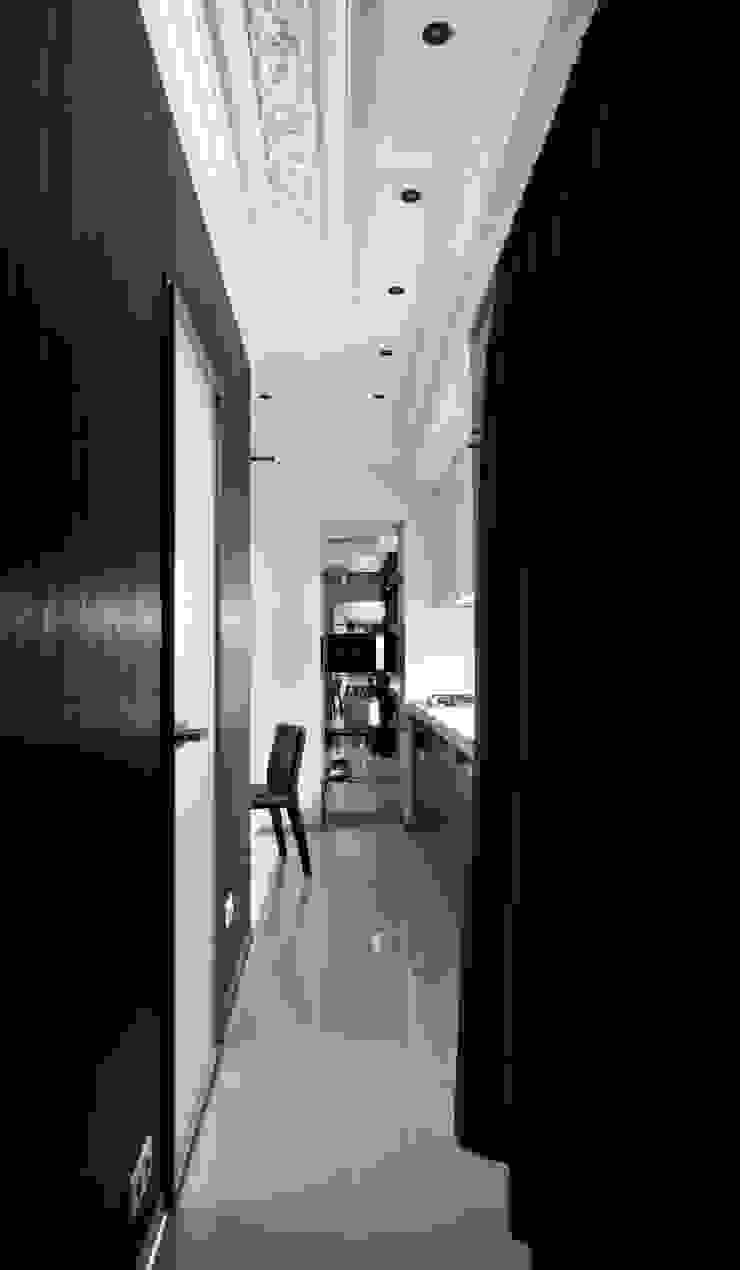 Hành lang, sảnh & cầu thang phong cách tối giản bởi Archibrook Tối giản