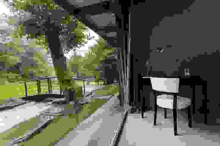 Classic style bedroom by Арт-дизайн Студия Юрия Зубенко Classic