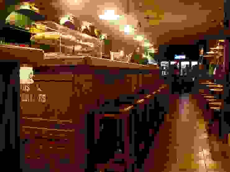 RHINOS. TEMATICO EXPLORER. BARCELONA Gastronomía de estilo colonial de INTERTECH ESPACIO CREATIVO Colonial