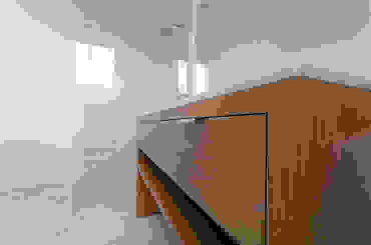 union square bathroom: modern  by Powell Picano, Modern