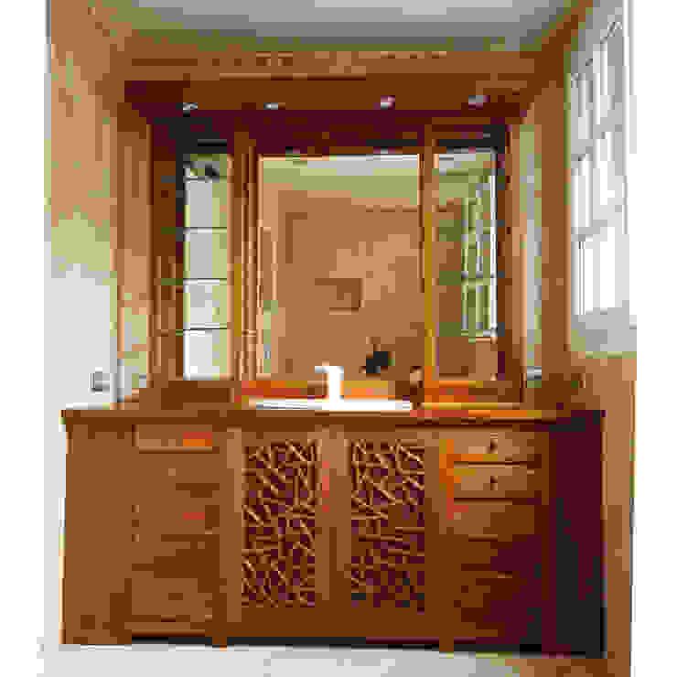 Custom made bathroom cabinet. Salle de bain originale par Matahati Éclectique