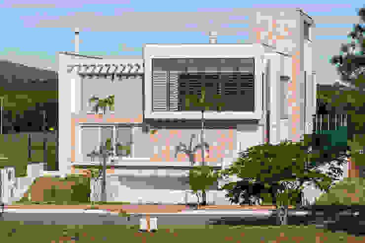 Casas de estilo moderno de Mantovani e Rita Arquitetura Moderno